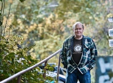 The author in nature, wearing a flannel shirt and jeans